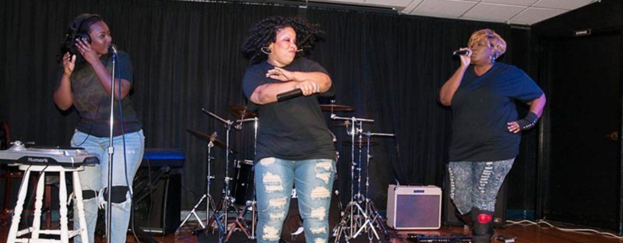 Natasha-Cash-concert-photo